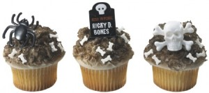 skulls-spiders-and-gravestones-cupcake-rings-579x260